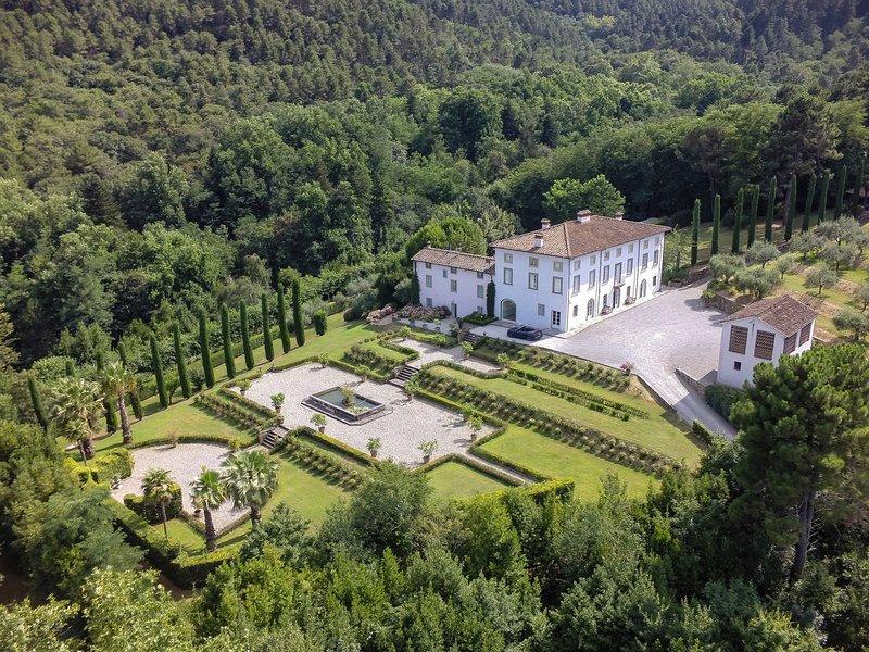 Colle di Compito Villa Sleeps 16 with Pool Air Con and WiFi - 5808339, vacation rental in Colle di Compito