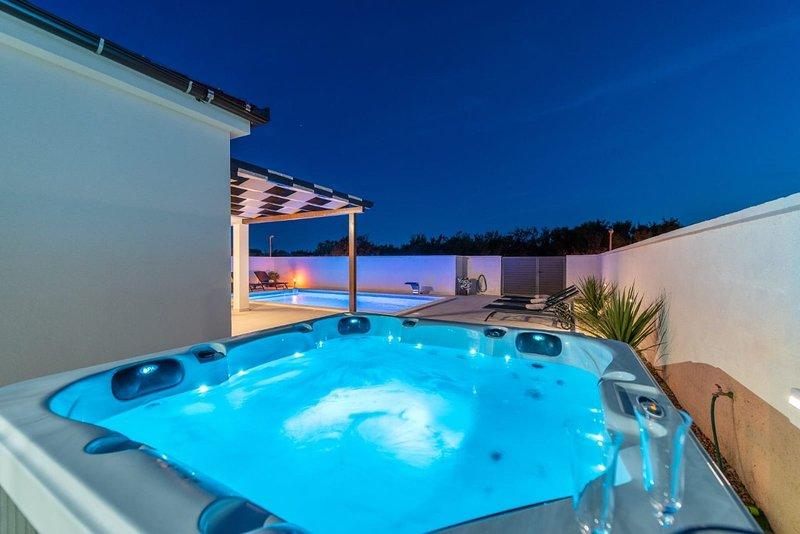 Villa Sabun with pool and jacuzzi, Privlaka, holiday rental in Privlaka