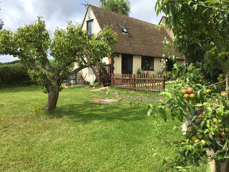 Pear Tree Garden, a delightful cottage in the idyllic Kentish countryside, casa vacanza a East Farleigh