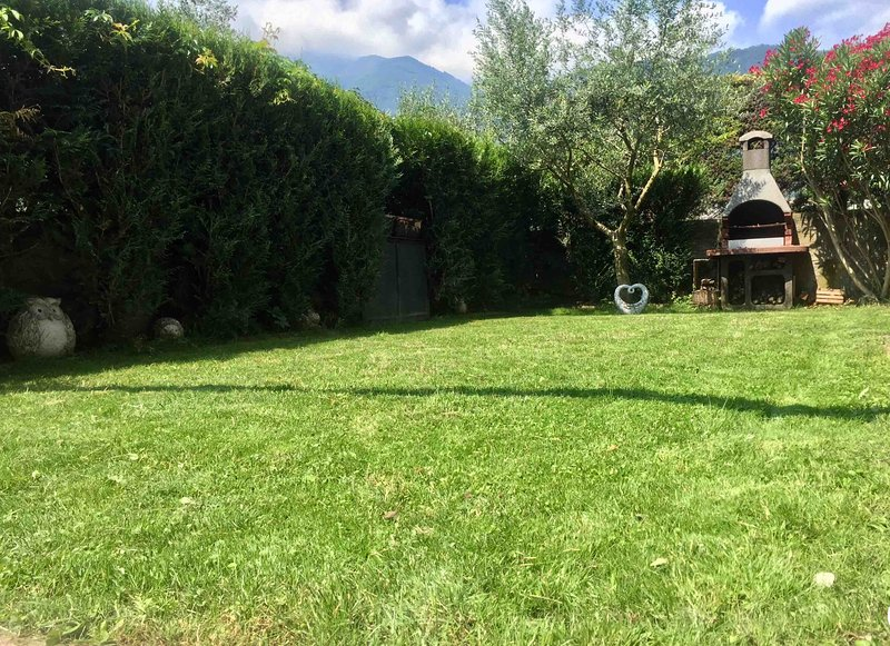 Olive Garden, 2BR Apartment, WiFi, Netflix, Garden, Mountain view, close to Lake, aluguéis de temporada em Riva Del Garda