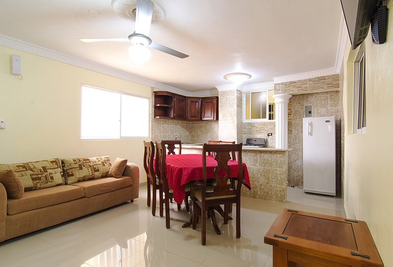 Spacious Two Bedroom Apartment 2 Bathroom Terrace City Views, vacation rental in Santo Domingo