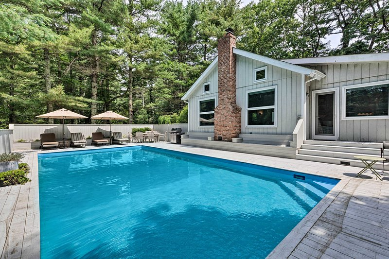 Perfect your tan by the private pool of this vacation rental!