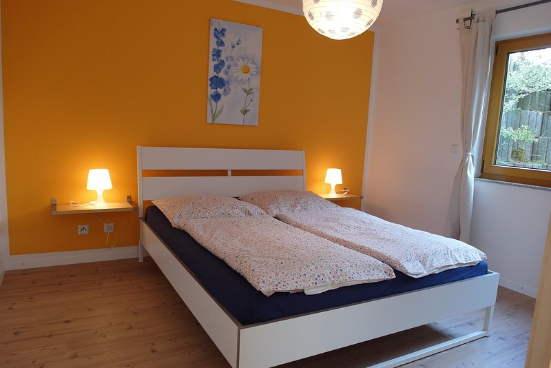 Munich Countryside Homes Aying - App. A - S-Bahn train nearby, holiday rental in Oberhaching