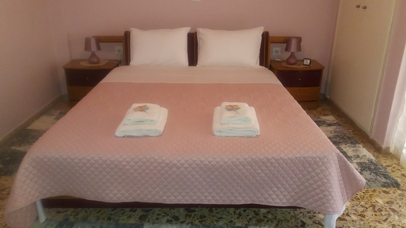 Crystal Home near Airport, holiday rental in Artemida