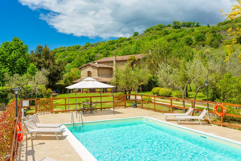Villa Casale Terra Farfa: Large Private Pool, WiFi, holiday rental in Poggio Moiano