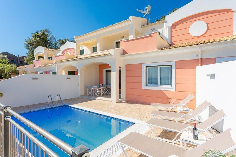 Akti Barbati Villa Thio (2): Private Pool, Walk to Beach, Sea Views, A/C, WiFi, location de vacances à Spartilas