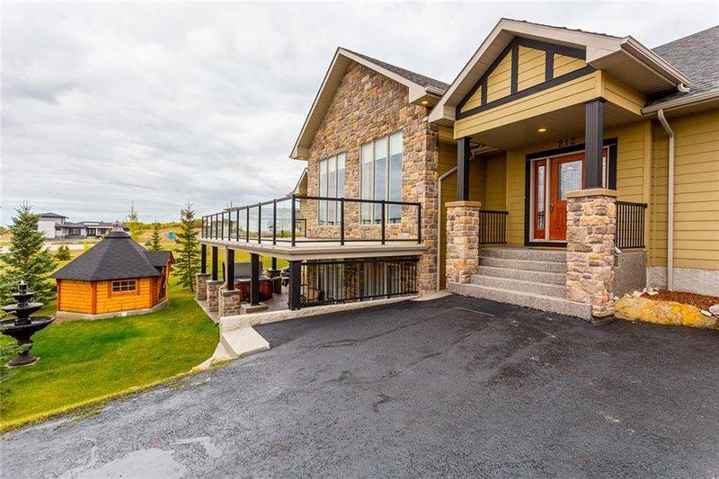 Villa Hermosa Calgary Bearspaw Country House Suite, location de vacances à Cochrane
