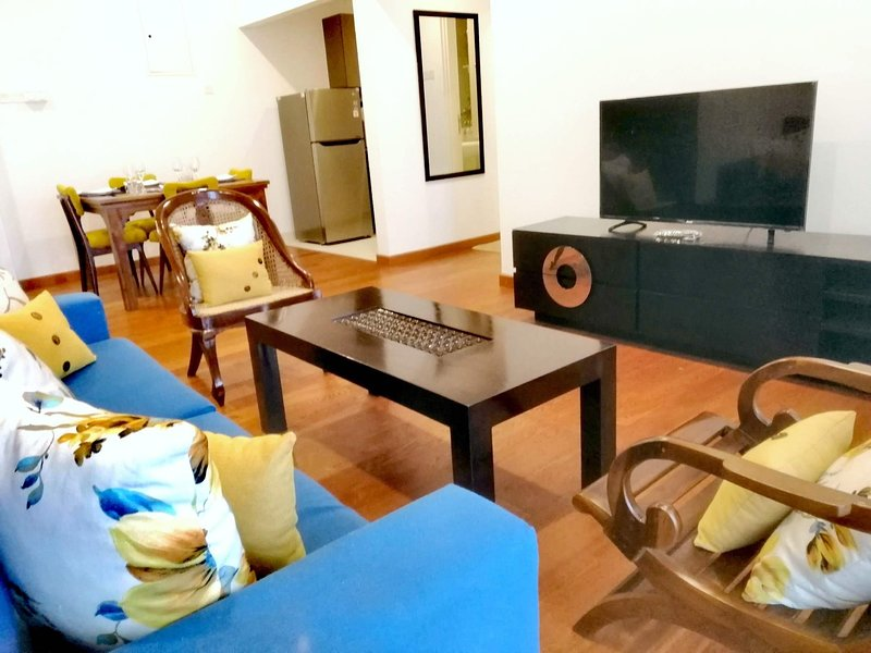 Enjoy Sunsets at Galle - 2 BR modern new Condo with a pool and 24 hour security, holiday rental in Galle