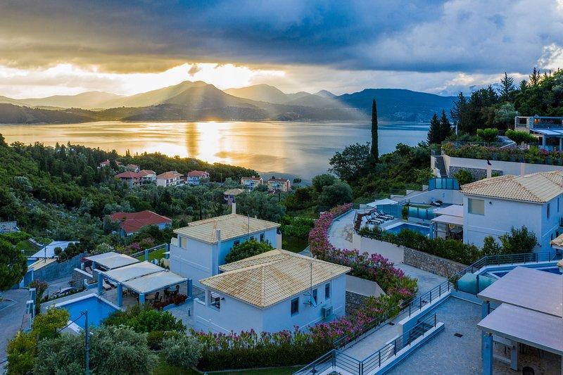 Spacious family Villa Aktea (sleeps 9) with sea view private pool & breakfast, holiday rental in Episkopos