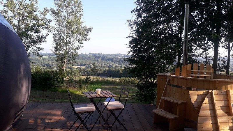 Logement insolite : nuit en bulle - bain suédois - petit déjeuner, vacation rental in Englancourt