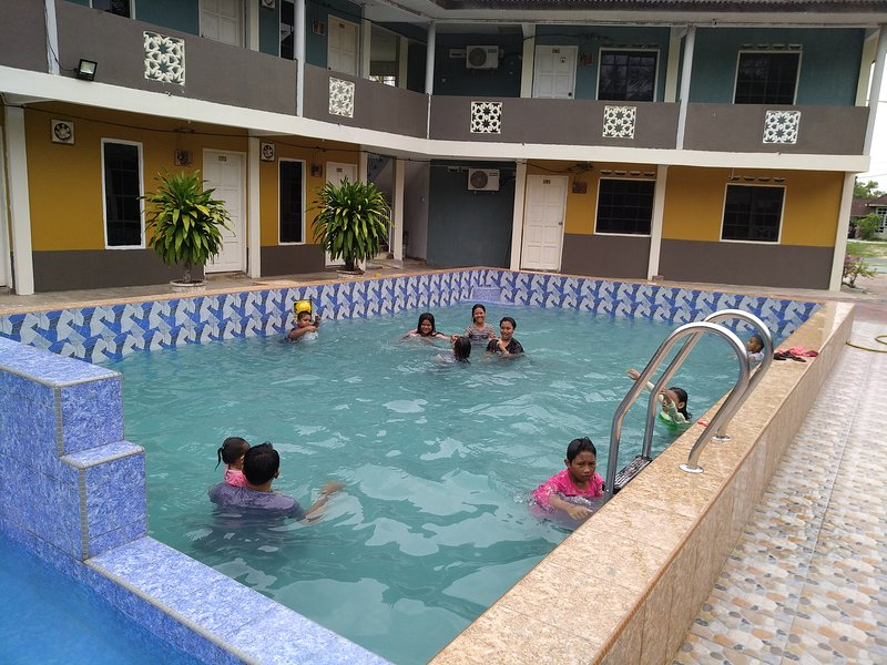 Kandiez Sunrise Beach Resort(4 person)#2, holiday rental in Jerteh