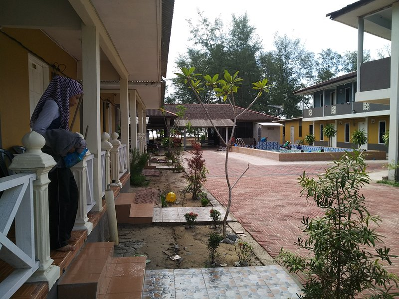 Kandiez Sunrise Beach Resort(4 person)#3, holiday rental in Jerteh