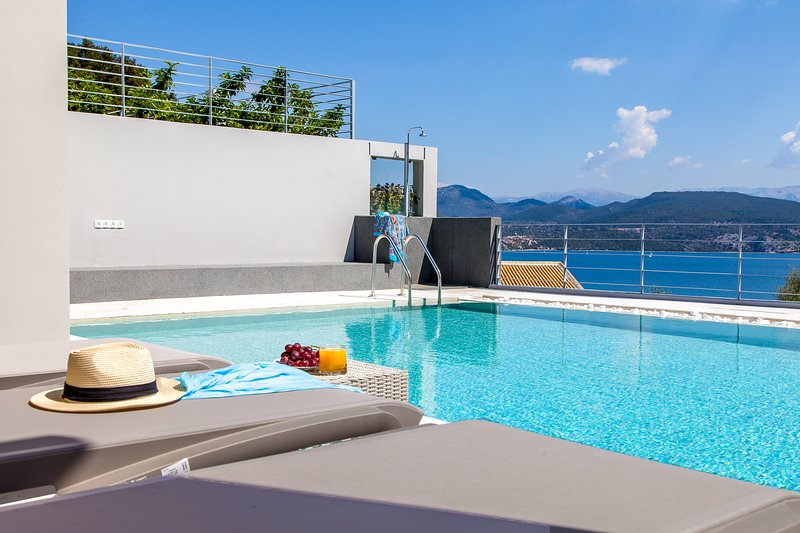 Ultra modern Villa Erato with insanely amazing sea view (with breakfast), vacation rental in Episkopos