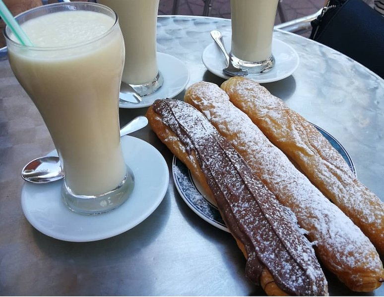 Horchata and fartons.