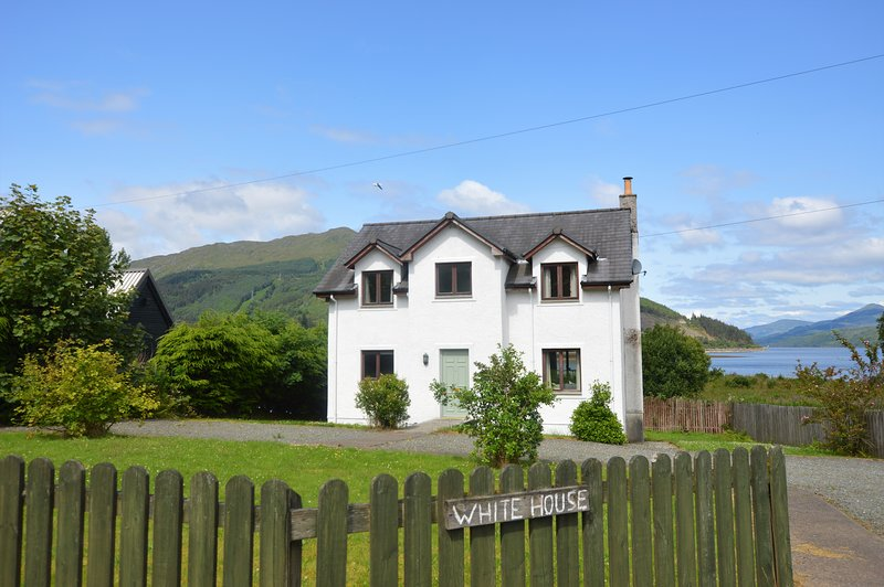 The White House - 46885, holiday rental in Rosneath