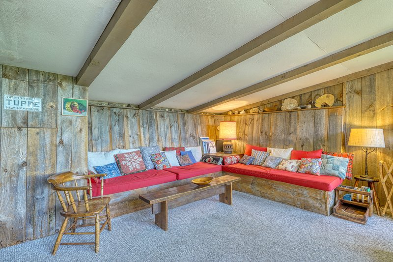 Charming tucked cabin w/ mountain views - close to Cannon Mountain!, vacation rental in Bethlehem