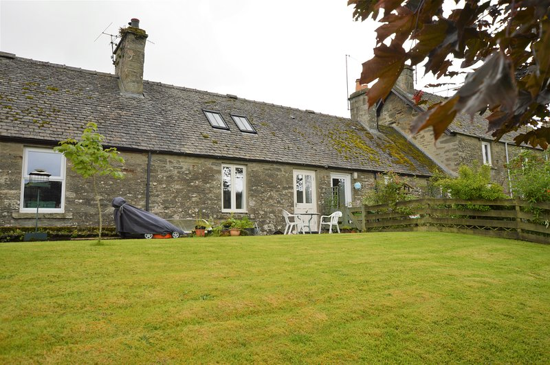 Cairn View cottage, traditional, pet friendly 100m from local hotel, location de vacances à Ford
