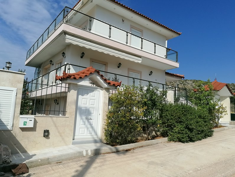 Holiday Villa Diana-Holidays in the heart of Athens Riviera, vacation rental in Koropi