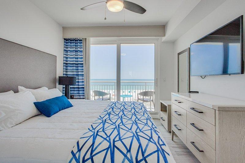 Luxurious Beachfront Oceana West, vacation rental in Treasure Island