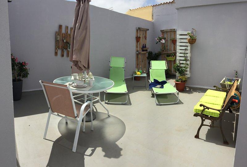 Piso con terraza, holiday rental in Marzagan