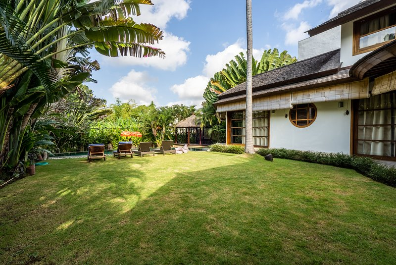 Villa D· 3 Bedroom Spacious Pool Villa Berawa Beach Canggu, holiday rental in Tanah Lot