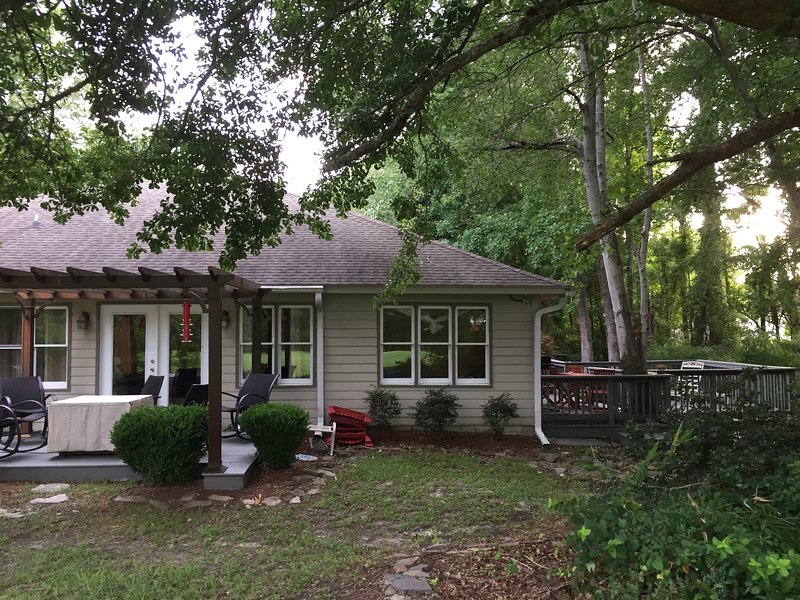 GOLF COURSE HOME! Dogleg Retreat PERFECT LOCATION!, vacation rental in Little River