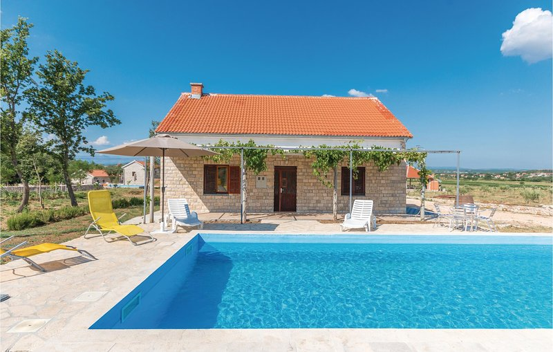 Beautiful home in Biograd na moru with Outdoor swimming pool, WiFi and Outdoor s, holiday rental in Polaca
