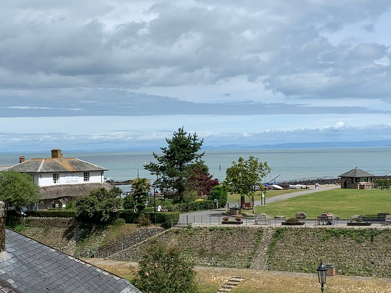 Postman's Rest is a second floor apartment in Lynmouth overlooking the sea, vacation rental in Exmoor National Park