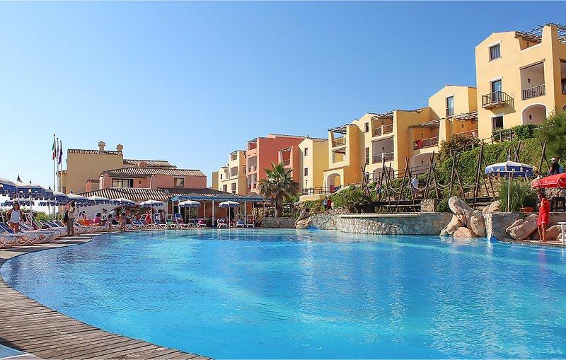 Nice apartment in Punta Su Turrione with Outdoor swimming pool and 1 Bedrooms (I, casa vacanza a Punta de su Torrione