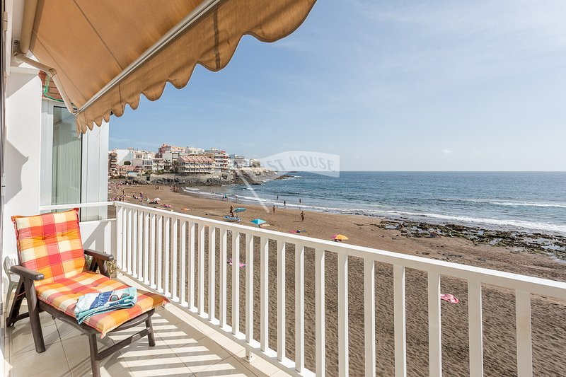 Luxury apartment in front of the beach., vacation rental in Utiaca