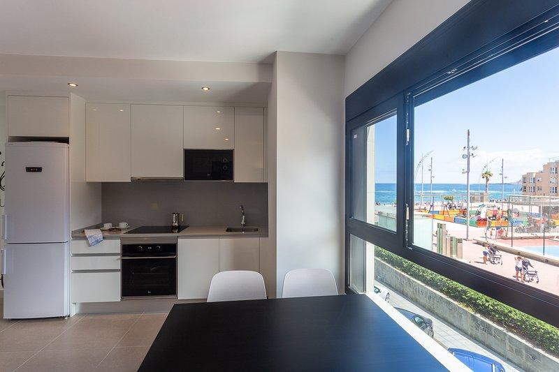 Las Canteras Beach way apartment, vacation rental in Utiaca