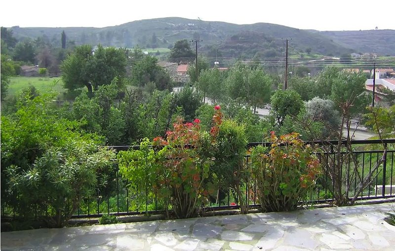 Layia Bungalow, holiday rental in Lythrodontas