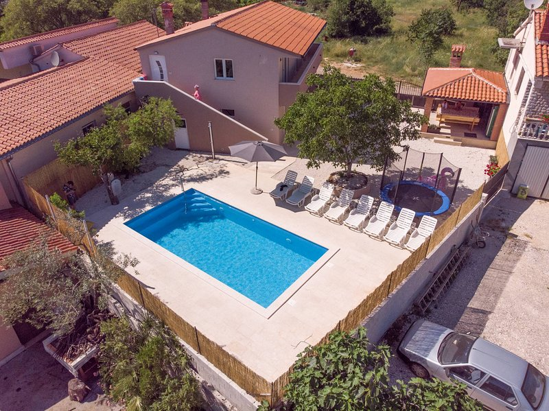Holiday House Leone, holiday rental in Bibici