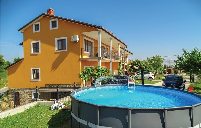 Stunning home in Gracisce with Sauna, WiFi and 3 Bedrooms (SCR222), location de vacances à Cepic