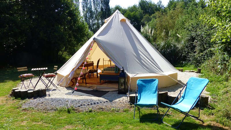 Beautiful Glamping Tent in Brittany France, holiday rental in Poligne