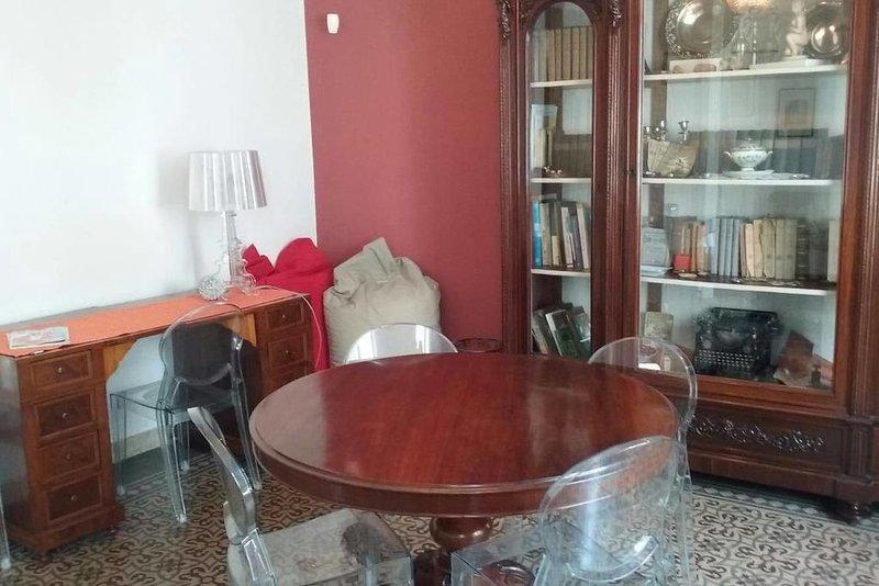 San Filippo Bianchi - Appartamento signorile in pieno centro storico, holiday rental in San Filippo del Mela