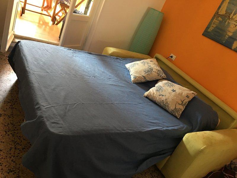 Casa con ingresso indipendente al piano terra. Grazioso bilicare centrale., vacation rental in Anzio