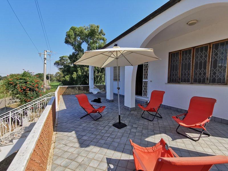 Villa Oliver sul lago di Caprolace nella natura del parco del Circeo, holiday rental in Sabaudia