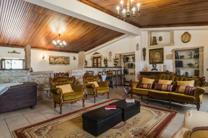 Country House Villa (20 guests) - 'Casa dos Valentes', alquiler vacacional en Penela
