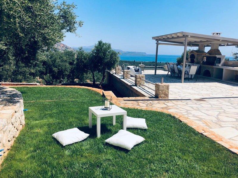 Papaduke House Kalives-Chania | Panoramic Sea View, location de vacances à Armeni
