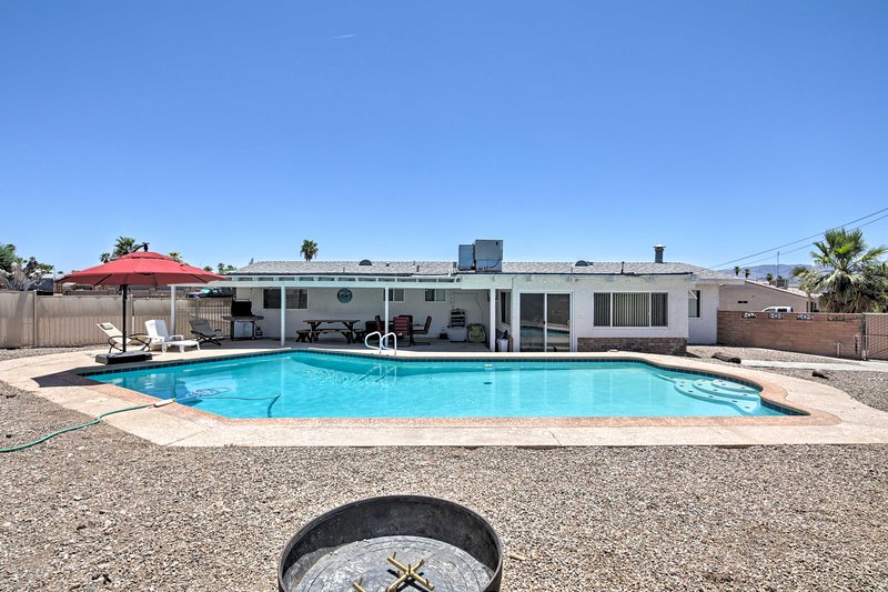Lake Havasu Home w/Heated Pool 3 Mins to Town/Lake, holiday rental in Lake Havasu City