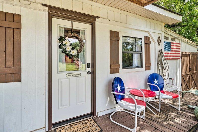 Charming Lake Travis Cottage 20Mi to Dtwn Austin, alquiler de vacaciones en Lakeway