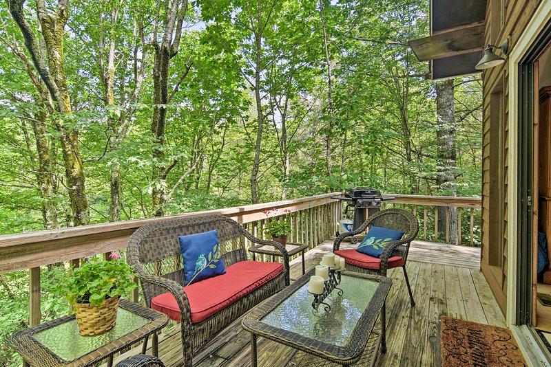 'Bigfoot's Mountain Lodge' can comfortably sleep 10 guests.