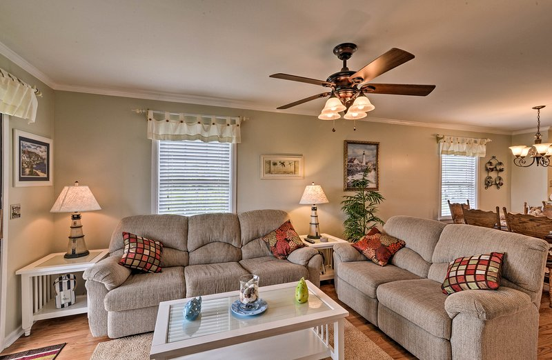 Find the comforts of home inside this Murrells Inlet vacation rental!