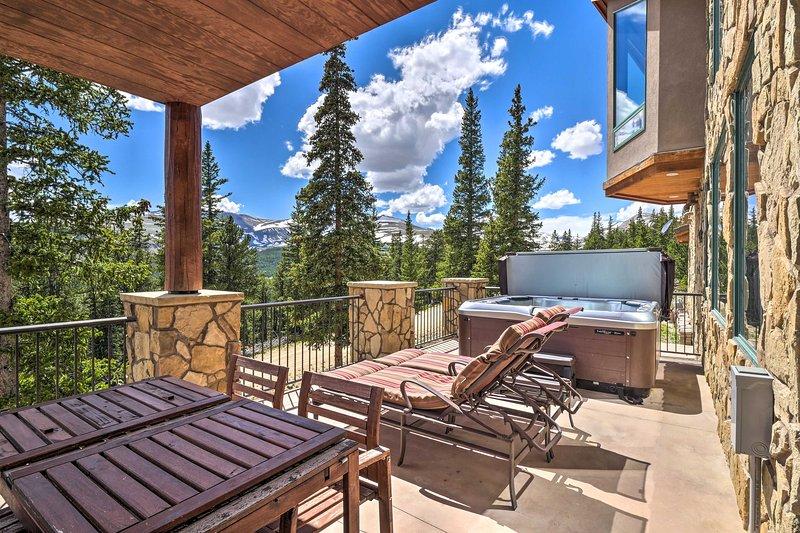 Lavish Fairplay Home w/ Hot Tub & Mtn Views!, holiday rental in Alma