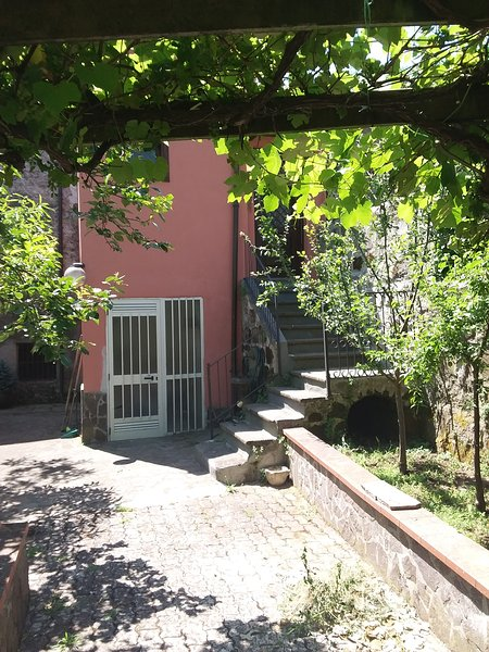 Cottage in the cool and picturesque hilly landscape of Roccamonfina, vakantiewoning in Tora e Piccilli