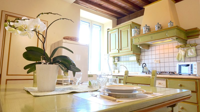 Casa Liliana Close Centre Town, holiday rental in Pozzuolo