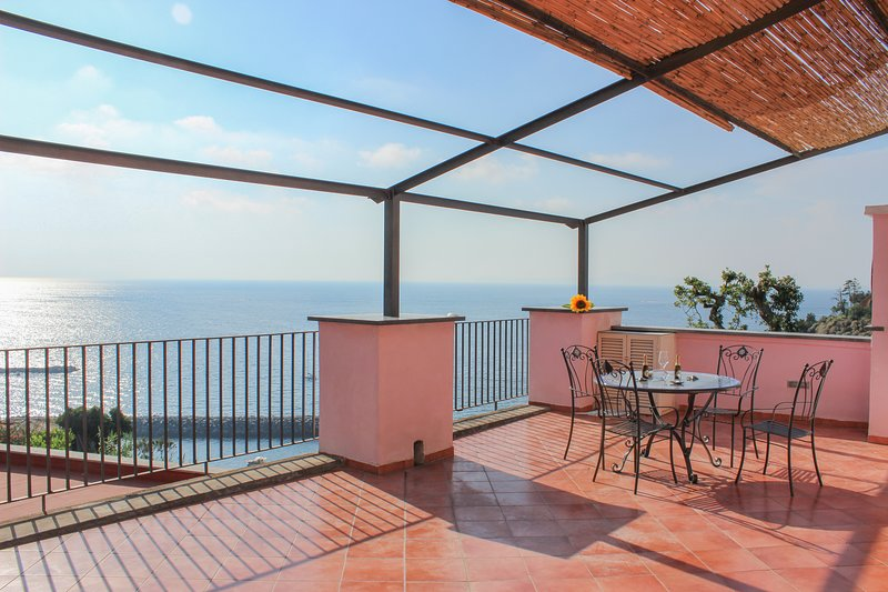 Coral Blue Apartment, holiday rental in Piano di Sorrento