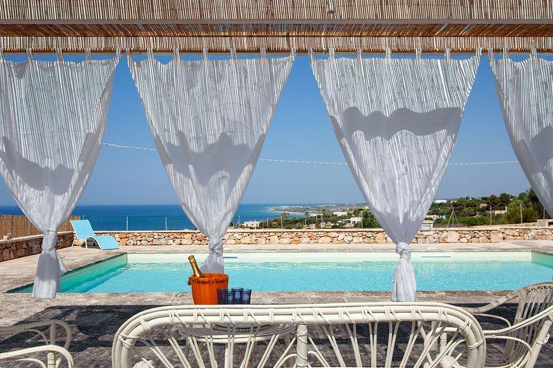 Villa con piscina vista mare vicino spiaggia m500, casa vacanza a Morciano di Leuca