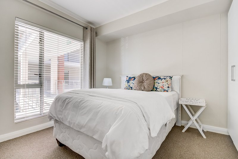 UniqueStay Mayfair Luxury 3 Bedroom Apartment, holiday rental in Century City
